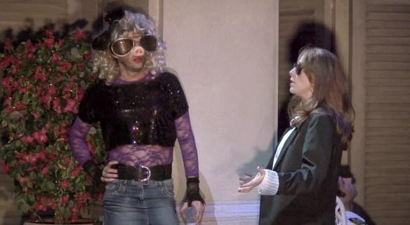 źródło: tenantnews.blogspot.com | Strój świnki Piggy najlepszym przebraniem na bal maskowy